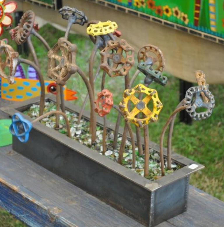 Junk Garden Ideas 2018 Edition: Wonderful DIY Recycled Garden Art Projects