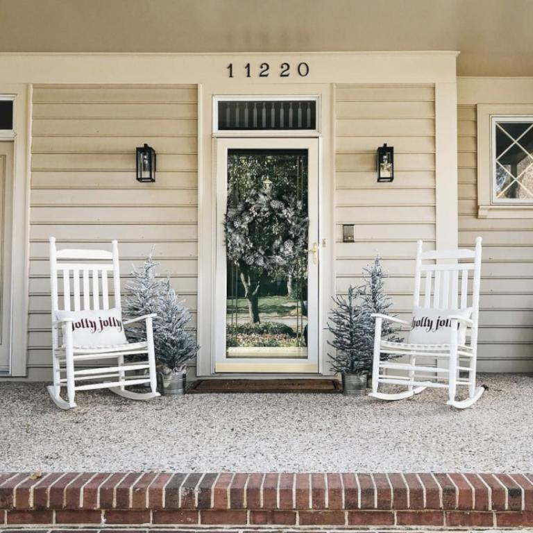 25+ AMAZING FRONT PORCH WINTER IDEAS ON BUDGET